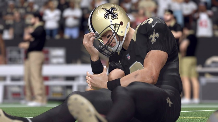 Drew Brees suffered an upper arm injury early in the 3rd against the Tennessee Titans.